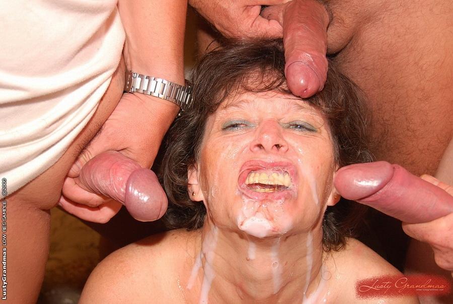 рот бабулю в трахнули