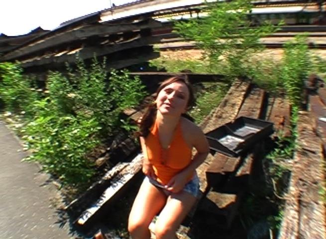 Русская Девушка Познакомилась И Занялась Вагинальным Сексом На Природе
