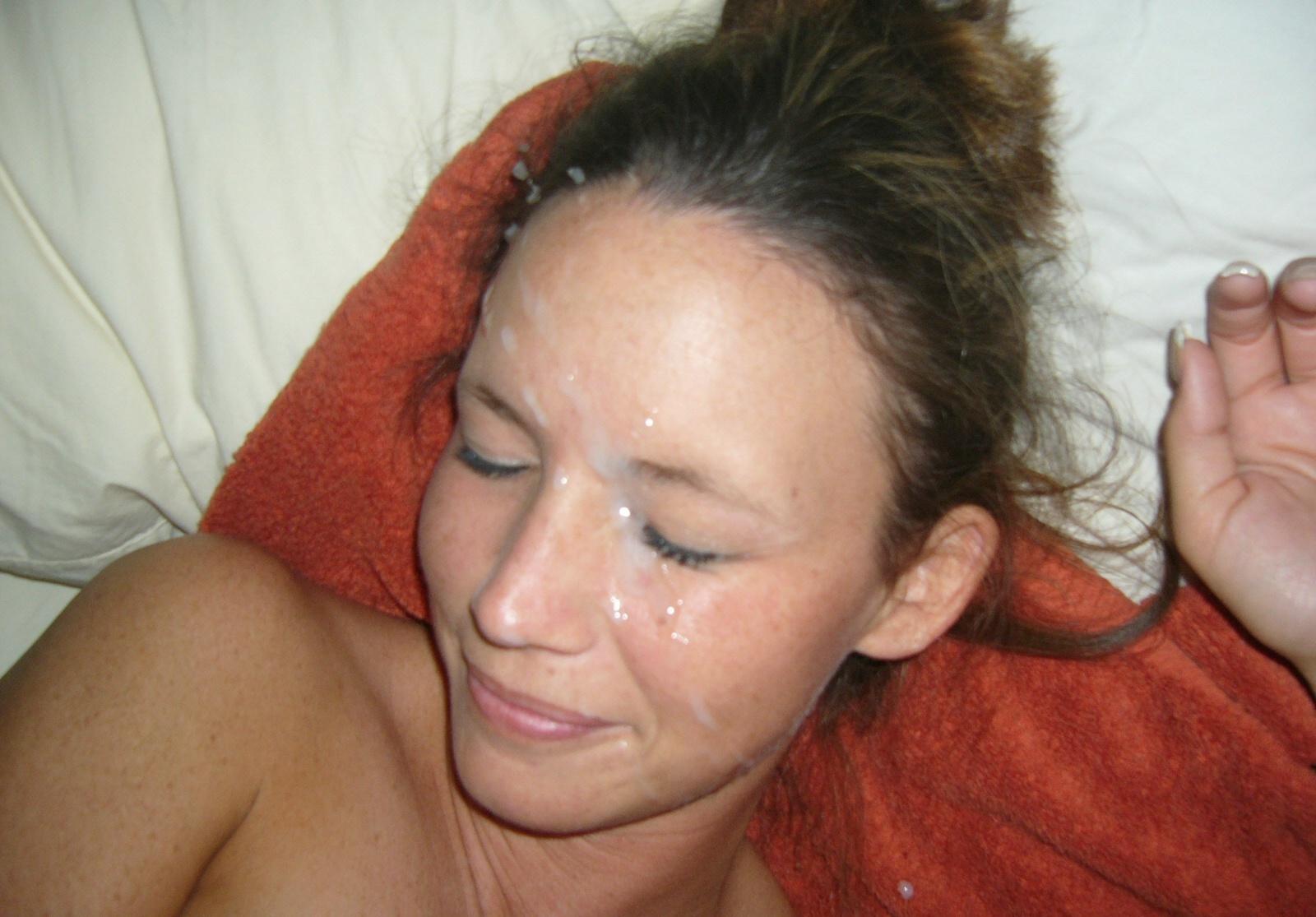 Сперма на волосы фото, Сперма на лице порно фото, девушкам кончают на лицо 3 фотография