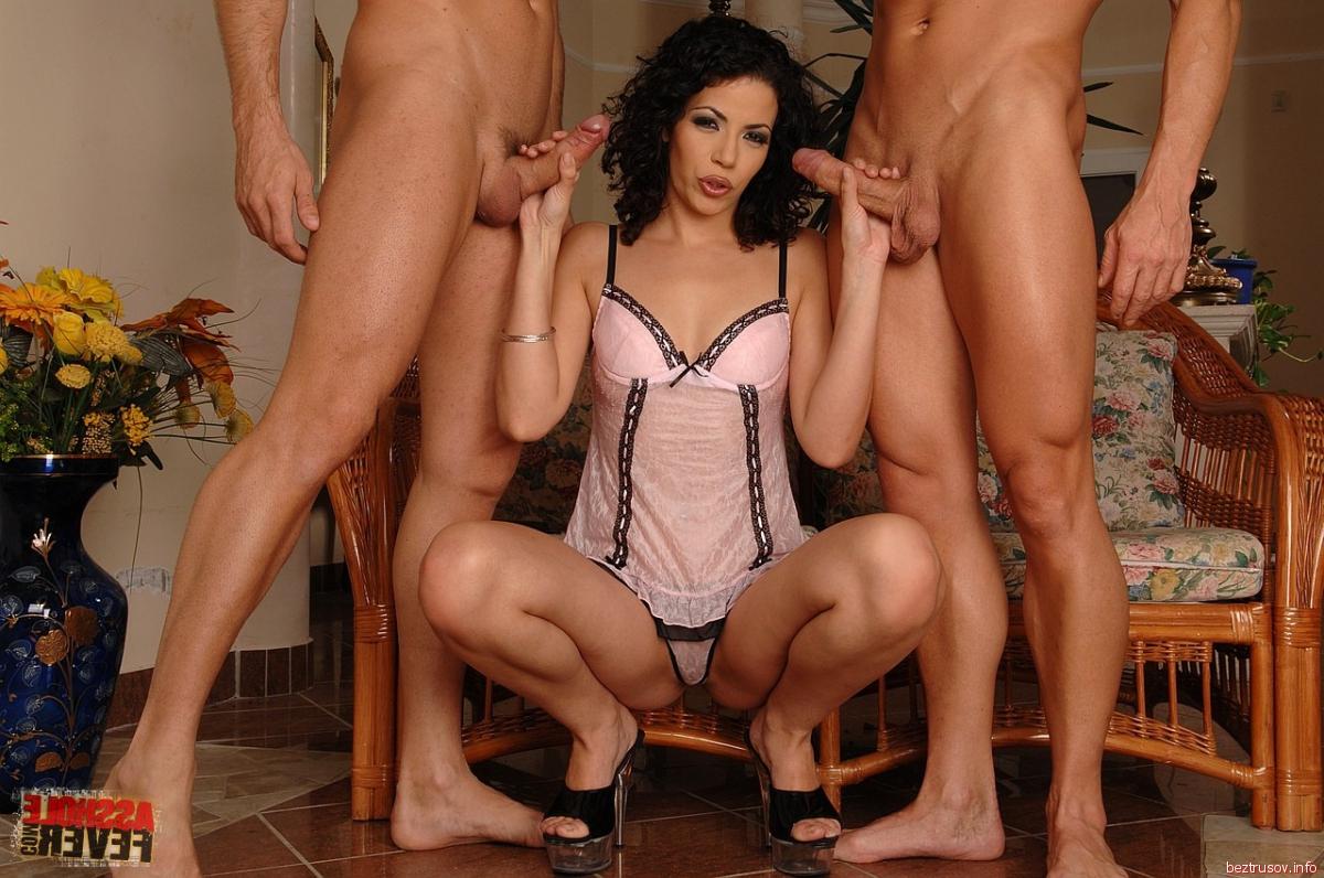 Секс секс с двумя хуями в пизде фото крупным планом