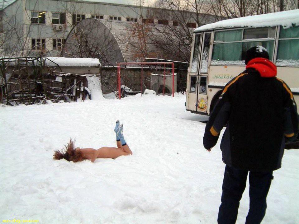 Ебля женщин на снегу