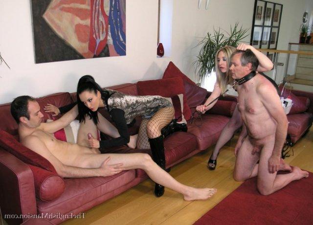 Порно семейная пара унижает раба