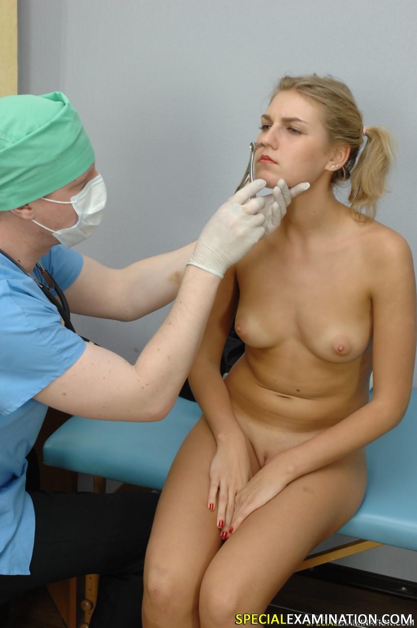 Порно с врачихой во все отверстия