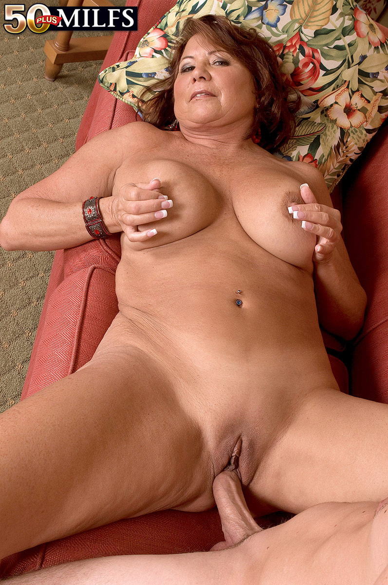 Порно с красивыми самками и тетками